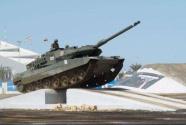 """""""坦克两项""""比赛中国代表队取得首日比赛第一名"""