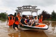 安徽淮北:台风引发洪涝灾害 紧急转移被困群众
