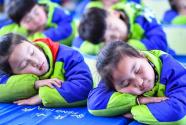 谁抢走了孩子们的睡眠时间