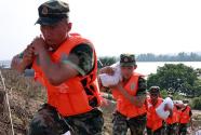 武警江西总队多路出击转移被困群众790余人